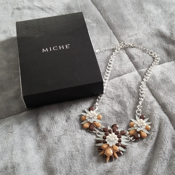 Miche Jewelry - Miche orchid necklace
